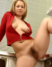 hot moms with hairy pussies